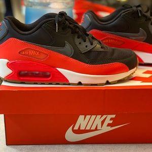 Woman's Nike air max 90 essential